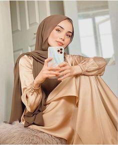 Modest Fashion Hijab, Modern Hijab Fashion, Muslim Women Fashion, Casual Hijab Outfit, Hijab Chic, Fashion Outfits, Hijabi Girl, Girl Hijab, Hijab Styles For Party