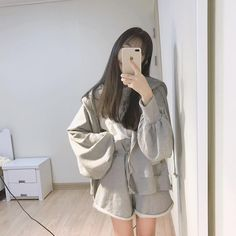 faceless selfie and photo ideas; (photos not mine) Ulzzang Girl Fashion, Korean Girl Fashion, Korean Fashion Trends, Korea Fashion, Mode Ulzzang, Ulzzang Korean Girl, Cute Korean Girl, Kpop Outfits, Korean Outfits