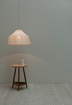 The Soren light makes a virtue of its copper frame, which is apparent through its banana-fibre outer when illuminated.Materials: copper plated frame and banana-fibre/linen shade. Supplied with a copper-coloured weave flex and porcelain rose. Bulb requirements: E27 (screw-in bulb maximum 100w) US fittings on request.