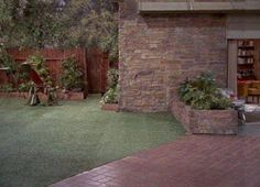 brady bunch house The Brady Bunch backyard The Brady Bunch, Sweet Memories, Childhood Memories, Family Tv, Home Tv, Old Tv Shows, Mid Century House, Classic Tv, Back In The Day