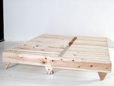 Sofa from a wooden beam. Wooden Pallet Furniture, Kids Furniture, Furniture Design, Lounge Furniture, Futon Sofa Cama, Wood Futon Frame, Sofa Bed Design, Diy Sofa, Interior Design