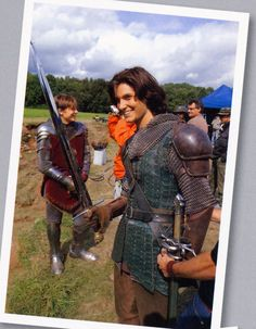 The Chronicles of Narnia – Prince Caspian Starring: William Moseley as Peter Pevensie and Ben Barnes as Prince Caspian. Behind the scenes. Ben Barnes is SOO cute! Ben Barnes, Peter Pevensie, Edmund Pevensie, Narnia Cast, Narnia 3, Cs Lewis, Young Sirius Black, Narnia Prince Caspian, Dream Cast