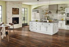 Featuring An Elegant Mahogany Wood Design With A Rich Red Tone Pergo Outlast Antique Cherry Looks Amazing In Open Kitchen Layouts