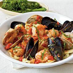 cioppino recipe - seafood stew with rich and briny flavors. i love it that there are a ton of seafood in cioppino: fish, shrimp, clam, mussel, squid, crab, and scallop. #seafood #nonasian #stew