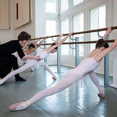 Ballet Take your curtain calls, as many as the audience wants. But always do them with grace, perfection, gratitude and humbleness. Ballet School, Ballet Class, Ballet Dancers, Dancers Body, Ballet Barre, Ballet Stretches, Ballet Body, Ballet Studio, Paris Opera Ballet