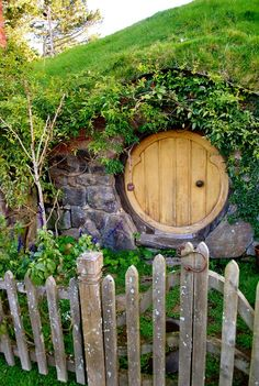 ` porthole entrance--would be a great storm shelter the hobbit! Hobbit Door, The Hobbit, Hobbit Land, Tolkien, Garden Gates, Middle Earth, What Is Like, The Good Place, Beautiful Places