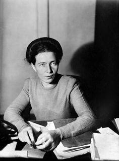 Simone de Beauvoir, Paris, 1945. Photo: Albert Harlingue.