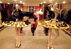 Visual merchandising shoe display at Repetto dance store in Paris. Shoe Display, Display Design, Scarf Display, Cupcake Display, Boutique Decor, Boutique Design, Vitrine Design, Dance Store, Mannequin Display