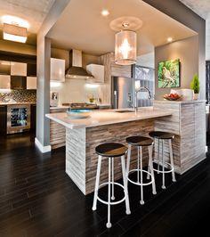 Armoire de cuisine Tendances Concept - La Dix30 Open Plan Kitchen, Kitchen Layout, Kitchen Design, Luxury Kitchens, Cool Kitchens, Kitchen Dinning, Kitchen Decor, Mobile Home Makeovers, Kitchen Canvas