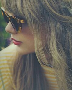 Taylor Swift and red image Estilo Taylor Swift, Taylor Swift Facts, Taylor Swift Pictures, Red Taylor, Taylor Alison Swift, Live Taylor, Taylor Swift Photoshoot, Musica Country, Taylor Swift Wallpaper