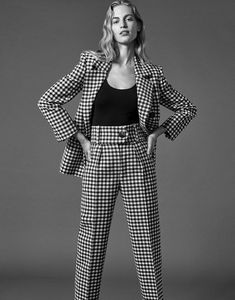 The Edit Magazine January 2018 Vanessa Axente by Alexandra Nataf - Fashion Editorials Fashion Poses, Suit Fashion, Fashion Shoot, Daily Fashion, Editorial Fashion, High Fashion, Fashion Outfits, Fashion Trends, Fashion 2018
