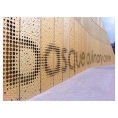 Fachadas que son letras @bculinary by @vaumm_arkitektura #architecture #building…