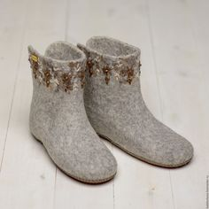 Felt Boots, Felted Slippers, How To Make Shoes, Felt Art, Fasion, Shoe Boots, Wool Felting, Felt Shoes, Inside Shoes