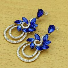 You can find what you are looking for at Gets.com such as glass earring, drop earring, chandelier earring, stud earring, body earring and more.