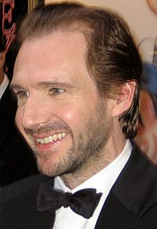 Ralph Nathaniel Twisleton-Wykeham-Fiennes (/ˈreɪf ˈfaɪnz/;[1] born 22 December 1962), is an English actor.