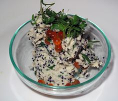 Frischkäse-Butter mit Zitronenschale, Kresse, Forellen- und Heringskaviar (diese wurde zu einem selbstgebackenen Kartoffelbrot serviert)