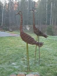 29 beautiful metal art ideas for your garden, the L Handmade garden stakes ready to embellish your outdoor decoration. Each has received a multi-colored rust patina and has been finished wit. Garden Whimsy, Garden Deco, Garden Art, Garden Soil, Garden Stakes, Garden Crafts, Garden Projects, Willow Garden, Twig Art