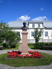 August Maximilian Myhrberg statue, background Sovio house. Raahe, Northern Ostrobothnia, Finland. - Pohjois-Pohjanmaa Finland, Sidewalk, Statue, House, Home, Side Walkway, Walkway, Homes, Walkways