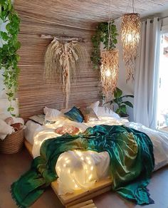 Bohemian Bedroom 487585097158710412 - Bohemian Style Ideas For Bedroom Decor Source by funnylanglard Bohemian Bedrooms, Bohemian Decor, Bohemian Style, Bohemian House, Bohemian Interior, Boho Chic, String Lights In The Bedroom, Aesthetic Rooms, Beautiful Bedrooms