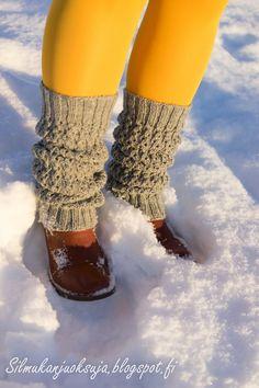 Ihanan aurinkoinen, luminen, marraskuun lopun päivä houkutti pukemaan jotain värikästä näiden harmaiden säärystimien kaveriksi. Vähän puo...