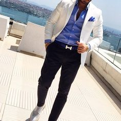 Make the outfit pop with a designer branded belt! Stylish Mens Fashion, Mens Fashion Suits, Blazer Fashion, Look Fashion, Mens Suits, Fashion Photo, Mode Masculine, Smart Casual Men, Mein Style