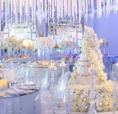 Periwinkle and white wedding. Incredible floral cake