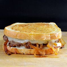 Behind the Bites: Italian Sausage Patty Melts Recipes Using Italian Sausage, Italian Recipes, Recipes Using Sausage Patties, Sausage Sandwiches, Wrap Sandwiches, Italian Sausage Sandwich, Italian Sausages, I Love Food, Good Food