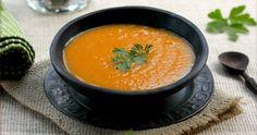Die süße Butternut-Kürbissuppe macht nicht nur unglaublich satt, sondern schmeckt auch sehr gut. Sie eignet sich in der DIät und hilft bei der Sättigung.