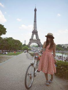 vintage dress La Tour Eiffel