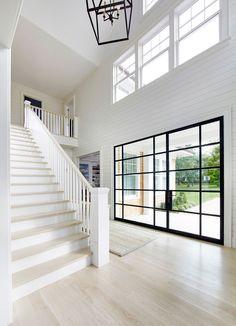 Beach house de estilo Hamptons en Amagansett, New York House Inspo, Home, House Design, Beach House Interior, Interior, New Homes, Hamptons House, House Interior, Interior Architecture