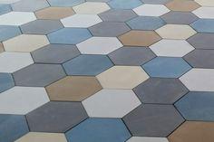 Patchwork de tomette hexagonale unis en cours de pose #carreauxdeciment #carreaux #cement #tiles #patterns #carreauciment #belleepoque #tomette #hexagone #unis