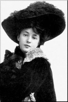 Evelyn Nesbit in a hat.