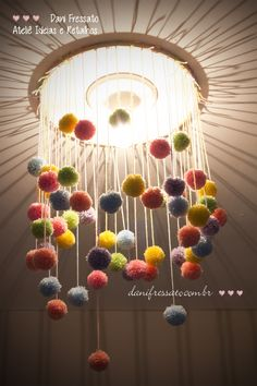 Diy chandelier for the middle room. Make it with an embroidery loop and use wire clips to stick it to the ceiling Hobbies And Crafts, Fun Crafts, Diy And Crafts, Arts And Crafts, Craft Projects, Projects To Try, Diy Lampe, Pom Pom Crafts, Diy Chandelier