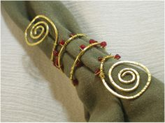 Top 10 DIY Christmassy Napkin Rings When hosting a fancy dinner party you want everything to be perfect, down to the smallest detail, and let's face it, those details can be the deciding Christmas Napkin Rings, Christmas Napkins, Christmas Art, Christmas Wedding, Christmas Ideas, Christmas Decorations, Wire Jewelry, Jewelry Crafts, Wire Rings