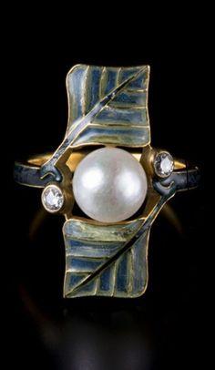 René Lalique - An Art Nouveau gold, enamel, pearl and diamond ring, circa 1900. Signed Lalique. #Lalique #ArtNouveau