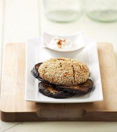 Η συγκεκριμένη πρόταση θα ικανοποιήσει πρακτικά και γευστικά αυτούς που αποφεύγουν το κρέας. Φροντίστε να υπάρχει και μια δροσερή πράσινη σαλάτα στο τραπέζι, ταιριάζει τέλεια. Mediterranean Recipes, Doughnut, Recipies, Food Porn, Vegetarian, Bread, Desserts, Recipe Ideas, Magazine
