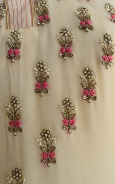 Kurti Embroidery Design, Embroidery Neck Designs, Hand Embroidery Videos, Bead Embroidery Patterns, Hand Work Embroidery, Embroidery On Clothes, Embroidery Fashion, Couture Embroidery, Bead Embroidery Tutorial