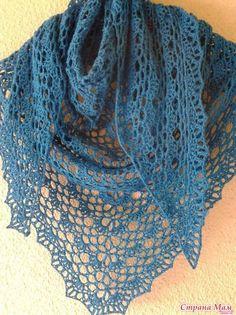 Baktus o sciarpa triangolare all'uncinetto con schemi per realizzarlo