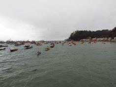 Caleta Tumbres, contraste Barcos y mar.
