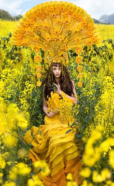 Tribute to her Mother, photographer Kirsty Mitchell created a storybook project with short film and photography of different colorful goddess from wonderland. You can read how she processed and behind the scene. Foto Fantasy, Street Photography, Fashion Photography, Conceptual Photography, Portrait Photography, Fashion In, Foto Art, Shades Of Yellow, Mellow Yellow