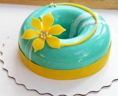 nappage miroir entremet, fleur jaune en fondant