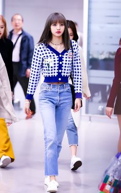 Kpop Fashion Outfits, Blackpink Fashion, Daily Fashion, Fashion Tips, 2000s Fashion, Fashion Bloggers, Fashion Trends, Korean Airport Fashion, Korean Fashion
