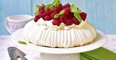Pavlova torta - dôkladná príprava krok za krokom. Recept patrí medzi tie najobľúbenejšie. Celý postup nájdete na online kuchárke RECEPTY.sk. Pavlova, Cheesecake, Pie, Food, Torte, Cake, Cheesecakes, Fruit Cakes, Essen