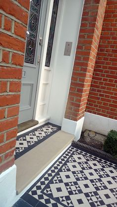 victorian black and white mosaic tile path battersea York stone rope edge buxus london front garden Very neat transition to front door porch Front Path, Front Door Steps, Front Door Porch, Front Door Entrance, Front Entrances, House Front, Entrance Ideas, Entryway Ideas, House Entrance
