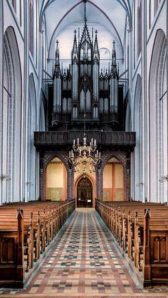 Blick zur Orgel von FotoDX