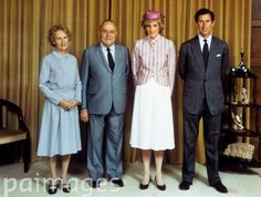 April Prince Charles & Princess Diana in an official photograph with Prime Minister Robert Muldoon and his wife, Mrs Thea Muldoon at Parliament House, Wellington, New Zealand. The Last Princess, Princess Diana Rare, Princess Diana Pictures, Prince And Princess, Princess Charlotte, Princess Of Wales, Prince Charles And Diana, Diane, Before Wedding