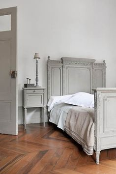 unadorned brings full attention to the beauty of the bed.