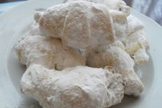 Retete Culinare - Cornulete cu iaurt Biscotti, Dairy, Cooking Recipes, Sweets, Bread, Cheese, Beauty, Gummi Candy, Chef Recipes