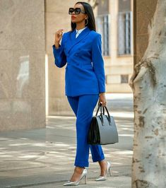 Soon you'll be able to get your hands on our corporate range. This is one of our favorite pieces Suit Fashion, Look Fashion, Fashion Outfits, Womens Fashion, Corporate Fashion, Office Fashion, Work Chic, Costume, Classy Women