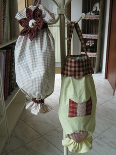 Porta sacchetti fai da te: realizzalo in casa Sewing Art, Sewing Crafts, Sewing Projects, Craft Projects, Plastic Bag Holders, Crochet Towel, Soft Furnishings, Fabric Crafts, Arts And Crafts